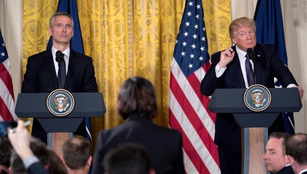 Donald Trump en rueda de prensa con el secretario general de la OTAN