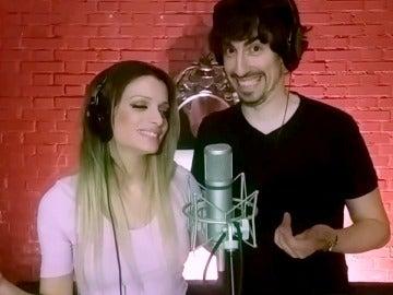 Nacho Lozano y Patricia Aguilar cantan 'Vivo por ella' a 20 voces