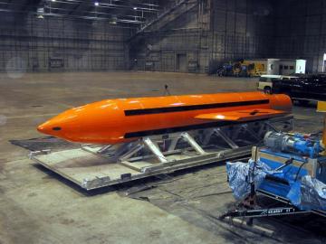 Un ejemplar de la bomba GBU-43 MOAB (Massive Ordenance Air Blast)