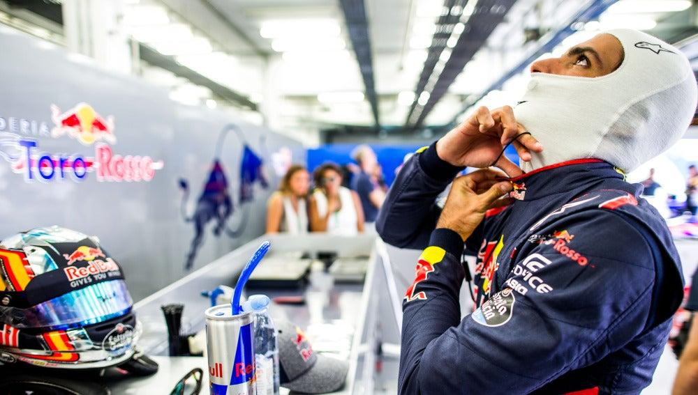 Carlos Sainz, durante los entrenamientos libres del GP de Baréin