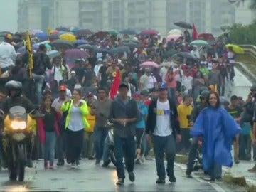 Frame 5.981065 de: Miles de venezolanos vuelven a tomar las calles