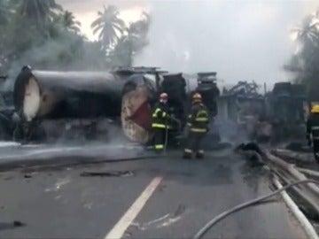 Frame 5.208691 de: Trágico accidente de tráfico en México