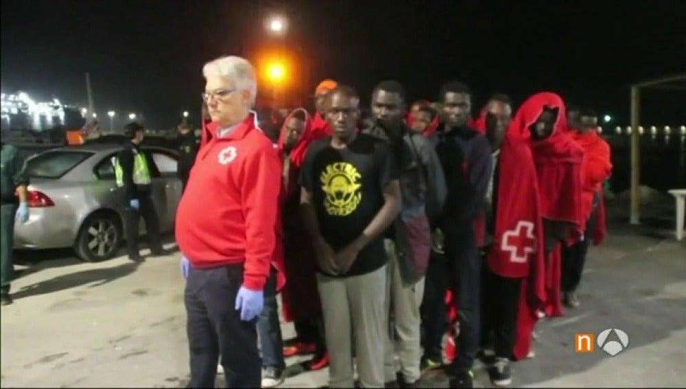 Rescatan cerca de las costas españolas a más de cien inmigrantes en las últimas horas