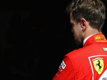 Vettel, de espaldas