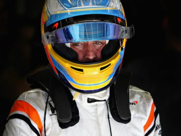 Fernando Alonso, tras su casco
