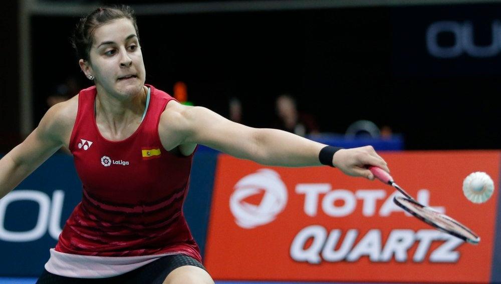 Carolina Marín, en acción en la semifinal en Singapur