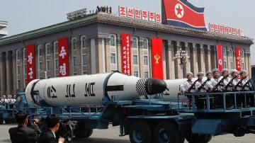 Misil presentado durante el desfile militar del Día del Sol en Corea del Norte