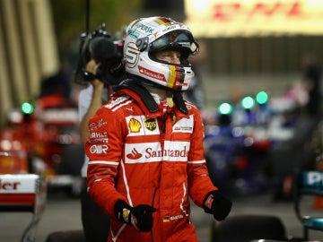 Vettel celebra un triunfo con Ferrari