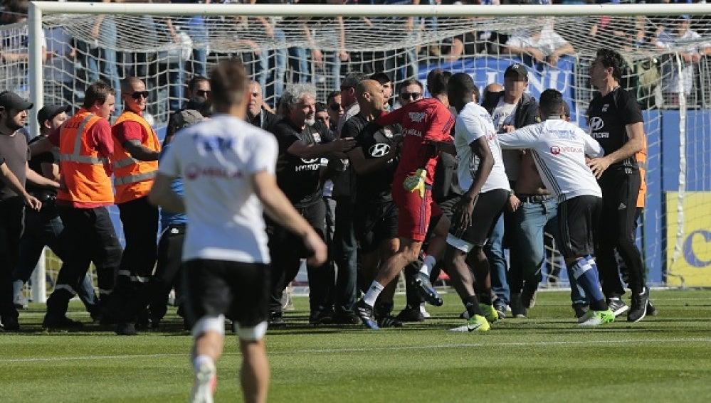 Aficionados de Bastia agreden al portero del Lyon