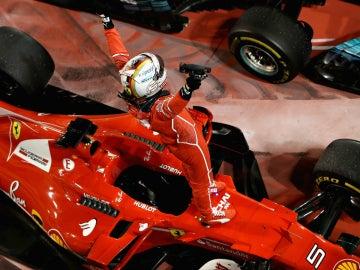 Vettel celebra una victoria