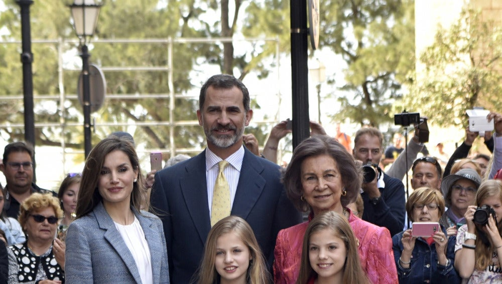 La Familia Real en la misa de Pascua en Palma