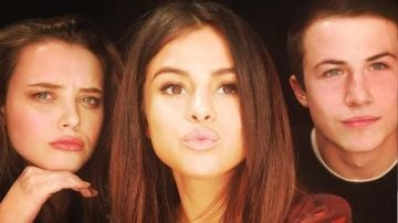 Selena Gomez con Katherine Langford y Dylan Minnett, actores de '13 razones'