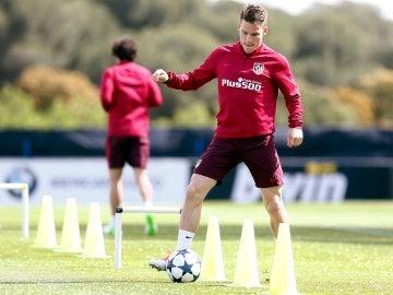Gameiro, en el entrenamiento del Atlético