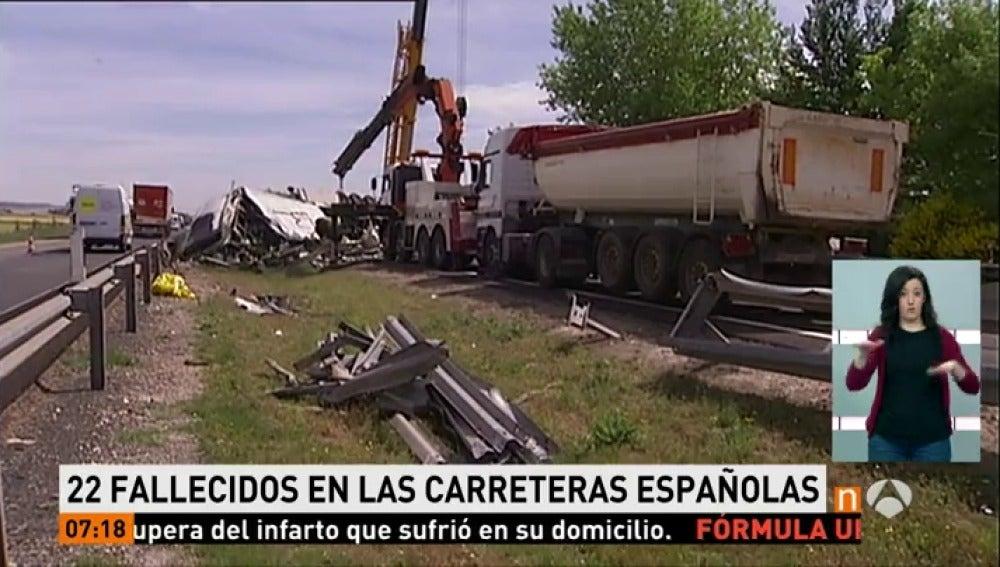 Frame 20.24 de: 22 fallecidos en las carreteras desde el inicio de la operación especial de Semana Santa, que termina el lunes