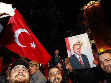 Turquía vota 'Sí' al sistema presidencialista de Erdogan