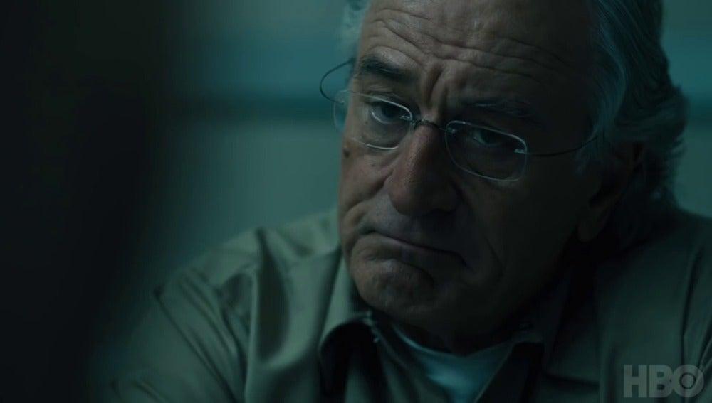 Frame 86.775385 de: Robert De Niro protagoniza el tráiler de 'The Wizard of Lies'