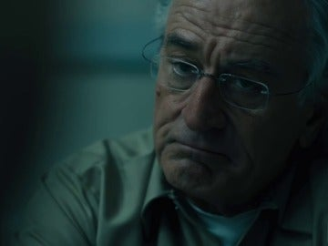 Frame 86.775385 de: Robert De Niro protagoniza el tráiler de 'The Wizard of Lies'