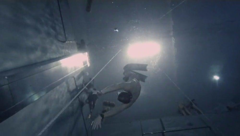 Frame 1.168591 de: La piscina más profunda del mundo atrae a aficionados a la apnea y la espeleología