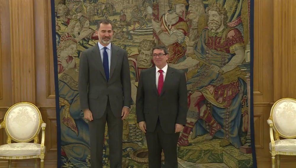 Frame 19.979791 de: El Rey recibe en Zarzuela al canciller cubano
