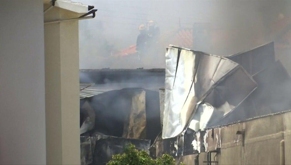 Frame 4.472737 de: Al menos cinco muertos tras estrellarse una avioneta en Portugal