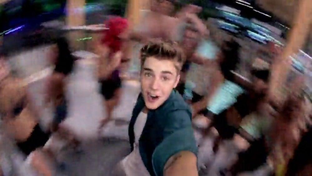 """Frame 11.426969 de: Justin Bieber versiona el éxito """"Despacito"""" de Luis Fonsi"""