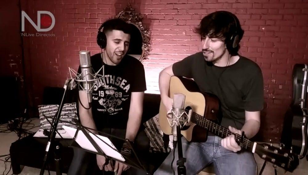 Frame 126.626229 de: La tierna versión de Manolo García en la voz de Raúl Ogalla y Nacho Lozano de 'Tu cara no me suena todavía'