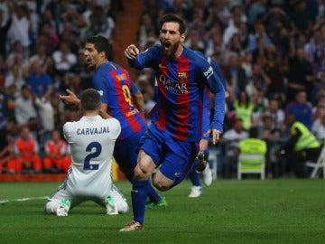 Leo Messi celebra el gol de la victoria ante el Real Madrid