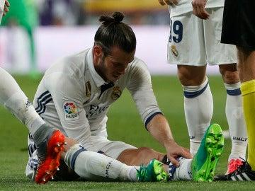Bale se duele de su pierna izquierda