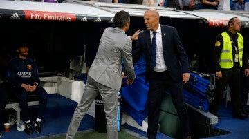 Luis Enrique y Zidane se saludan antes del Clásico