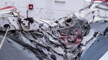 El buque Miguel de Cervantes tras el choque