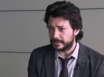 """Álvaro Morte: """"El profesor tiene la capacidad de idear el mayor atraco de la historia"""""""
