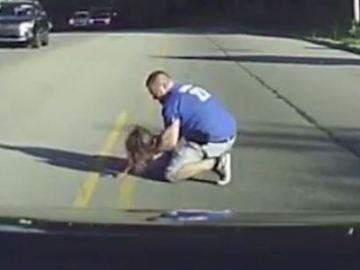 Una niña cae de un autobús en Arkansas