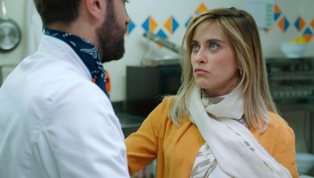 Carmen le propone a Iñaki un plan romántico para calmar su ansiedad