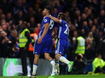 Diego Costa celebra uno de sus goles ante el Southampton