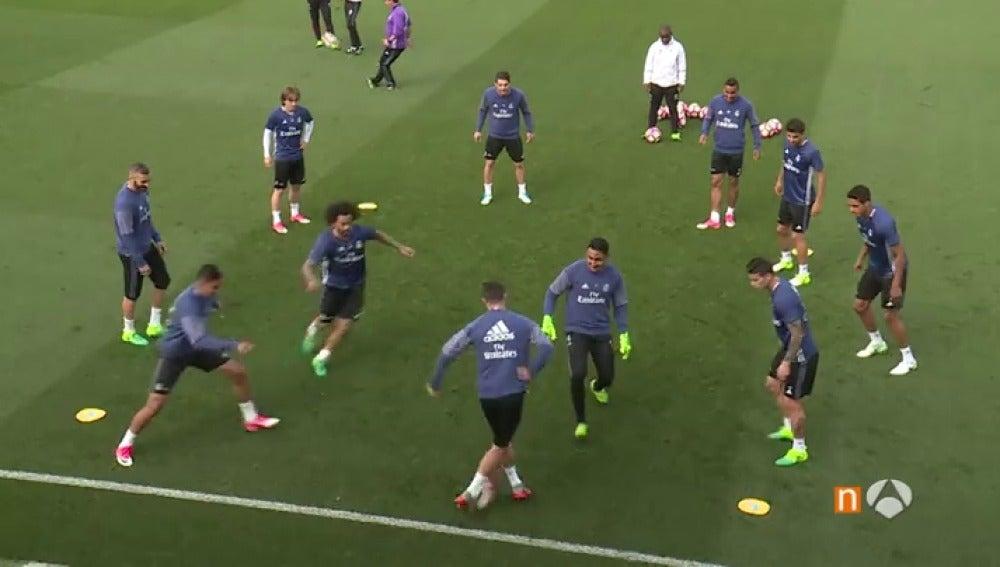 Frame 1.024178 de: La nueva genialidad de Cristiano Ronaldo en el entrenamiento del Real Madrid