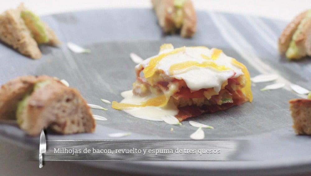 Milhojas de beicon, revuelto de huevo y espuma de tres quesos ahumada
