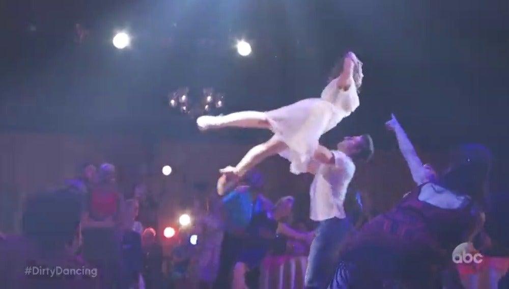 Frame 24.144261 de: Primer adelanto del 'remake' televisivo de 'Dirty Dancing'