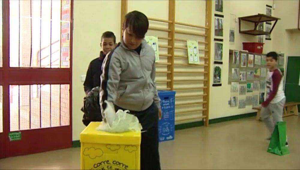 Frame 74.068387 de: Impulso al reciclaje en los colegios