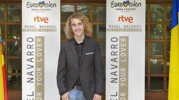 Manel Navarro en la embajada de Ucrania en Madrid