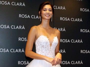 Mariana Downing, la novia de Marc Anthony, durante la presentación de Rosa Clará