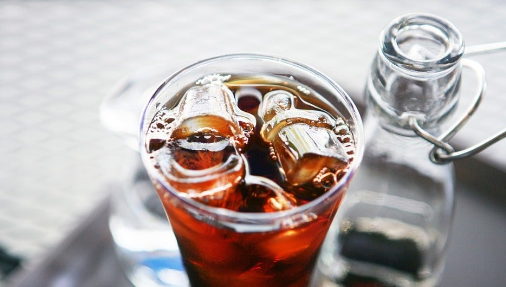 Las bebidas edulcoradas, peligrosas, según un estudio.