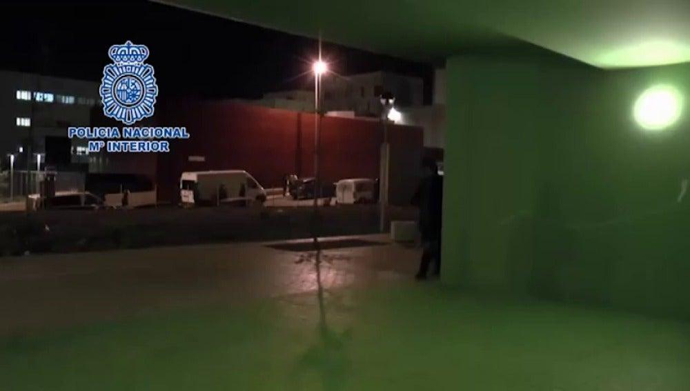 """Frame 0.0 de: La Policía detiene en Ceuta a un español acusado de ser """"pieza esencial"""" para la captación del Daesh"""