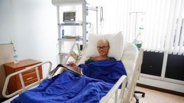 El taiwanés Liang Sheng Yueh descansa en su cama del hospital