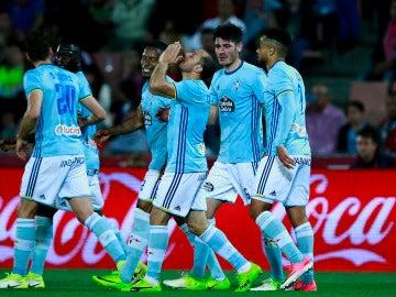 Los jugadores del Celta celebrando un gol