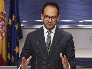 El portavoz del PSOE en el Congreso, Antonio Hernando, durante su comparecencia en el Congreso