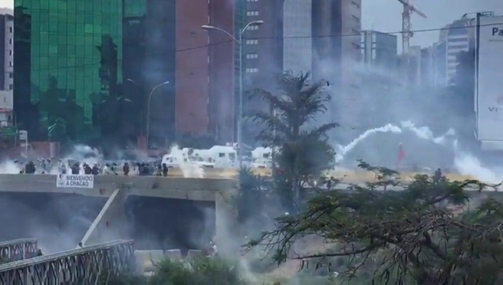 Frame 5.662018 de: Investigan suceso en que fueron heridos policías y muerte de joven venezolano