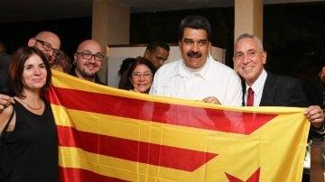 Nicolás Maduro se fotografía con una estelada