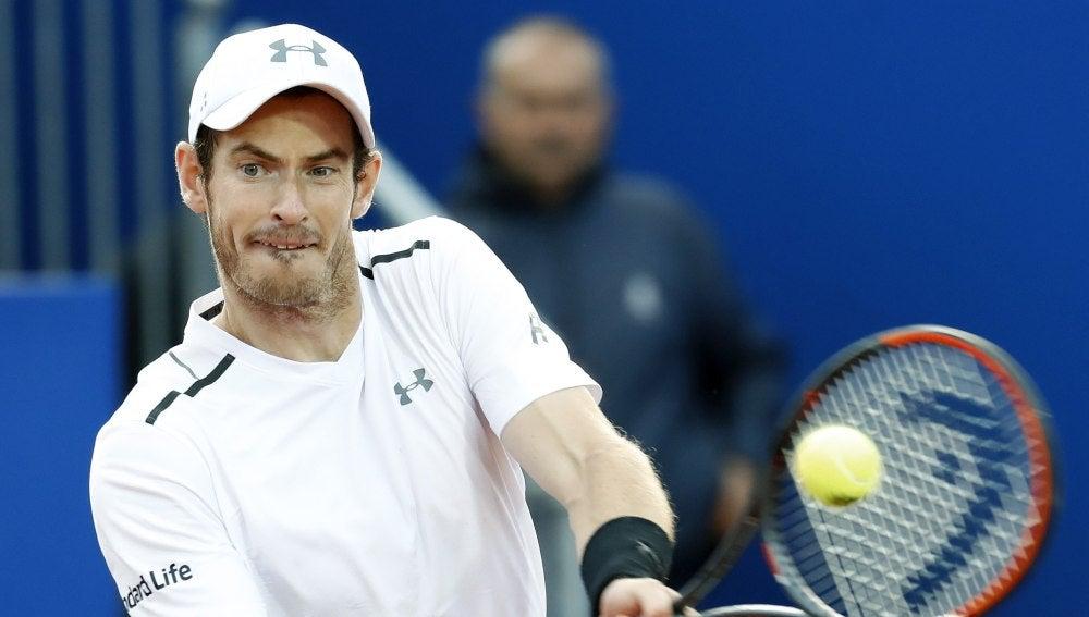 Andy Murray realizando un revés