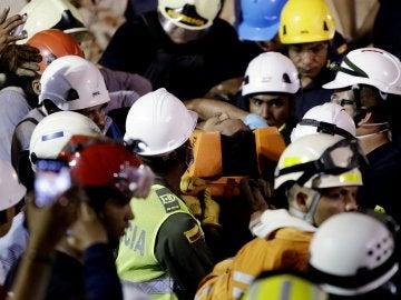 El momento en el que el obrero ha sido rescatado