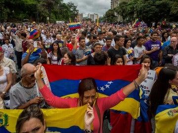 Cientos de personas participan en una manifestación contra el Gobierno nacional